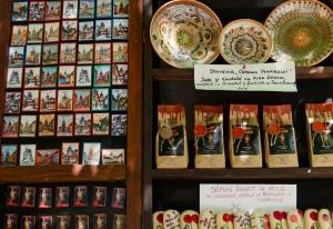 e unde cumperi suveniruri autentice în Sighisoara